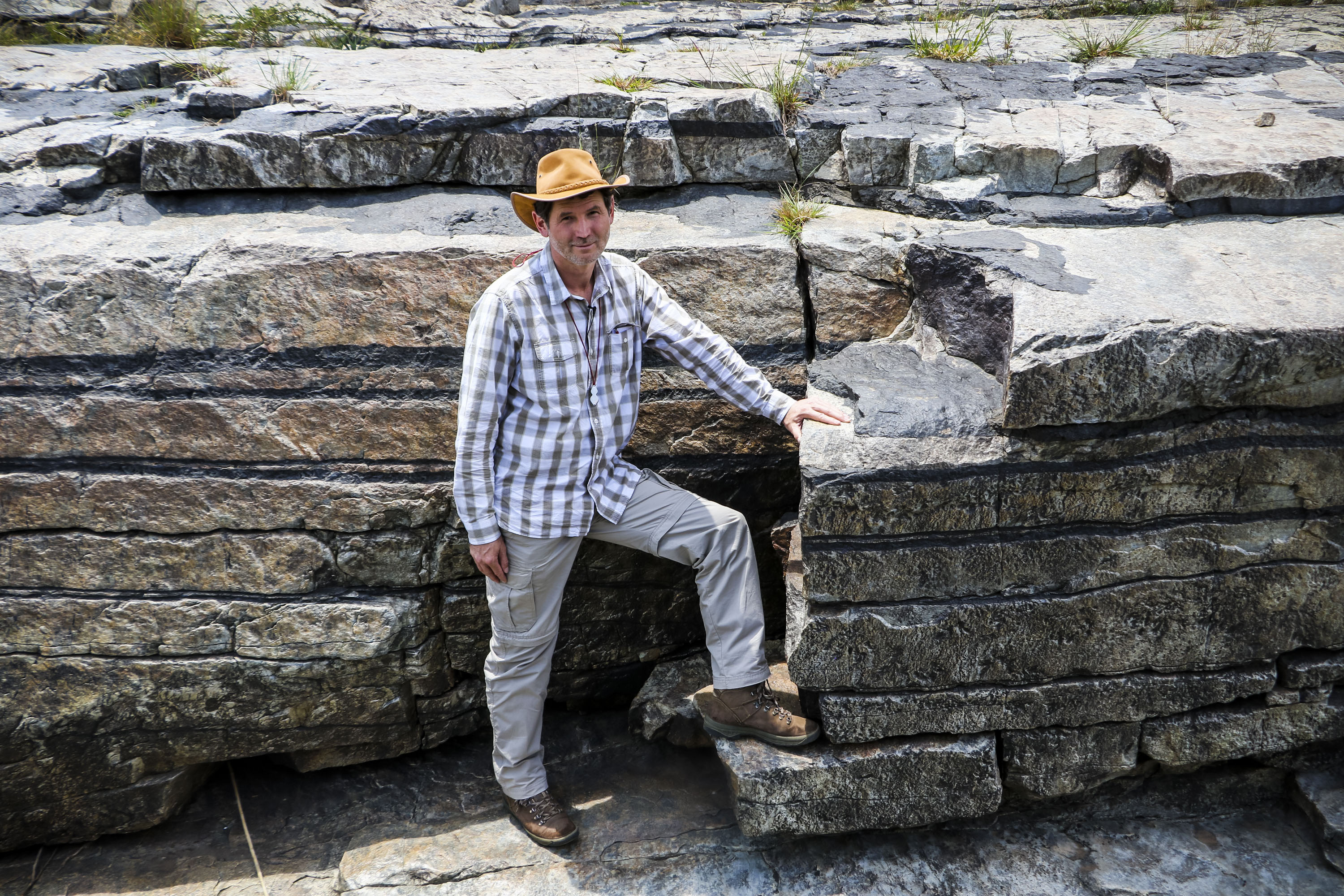 Read more about the article PROFESSOR RAIS LATYPOV (WITS), DST-NRF CIMERA-SUPPORTED RESEARCHER, REVEALS THE SECRET OF MAGMAS THAT PRODUCE SOUTH AFRICA'S NATIONAL TREASURES